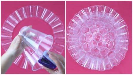 Come creare un lampadario con i bicchieri di plastica riciclati