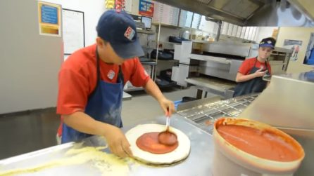 Il pizzaiolo più veloce del mondo: 3 pizze pronte in 39 secondi