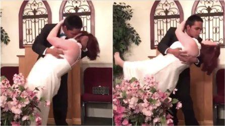 """""""Puoi baciare la sposa"""", ma lui è troppo agitato e combina un vero disastro"""
