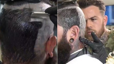 """Nasconde qualcosa sotto i capelli: la """"sorpresa"""" quando il barbiere rasa a zero con la lametta"""