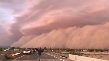 """Un gigantesco """"tsunami"""" si vede in lontananza: le immagini sono da brividi"""