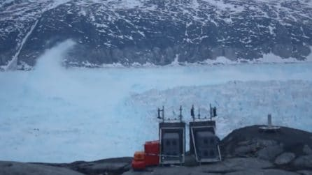 L'enorme iceberg si distacca dal ghiaccio: è lungo circa 6 km