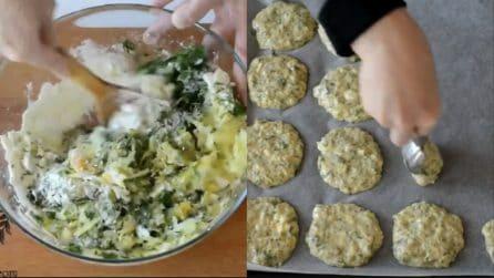 Aggiunge le zucchine all'impasto e prepara deliziose frittelle al forno