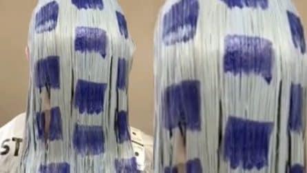 Quadrati viola sui capelli bagnati: il risultato è straordinario