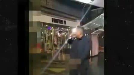 George Lopez urina sulla stella di Donald Trump nella Walk of Fame