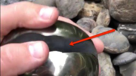 Trova una sfera tra le rocce, all'interno una fantastica scoperta