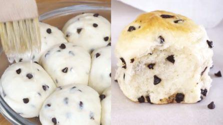 Soffici e golosissimi panini con gocce di cioccolato: i più piccoli ne andranno matti