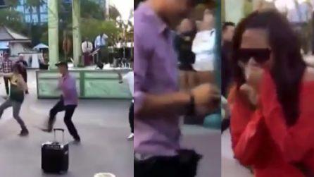 Organizza un flashmob per la sua ragazza: il romantico colpo di scena