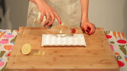 Versa l'aceto nel contenitore del ghiaccio: il trucchetto per la pulizia della tua cucina