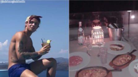Relax e cena a lume di candela: Paola Di Benedetto e Federico Rossi insieme a Santorini