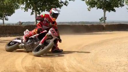 Curva perfetta con la ruota posteriore: la manovra da campione di Marquez