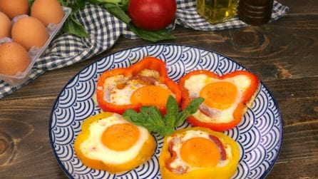 Bell pepper framed egg: you only need three ingredients to make this colorful and tasty dish!