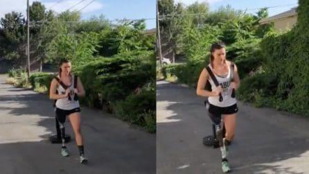A 14 anni ha perso una gamba a causa di un tumore, l'atleta plurimedagliata si allena duramente