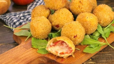 Cheesy tomato bites: you won't be able to eat just one!