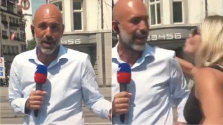 Imbarazzo in diretta tv, una donna bacia l'inviato di Sky Sport durante il collegamento