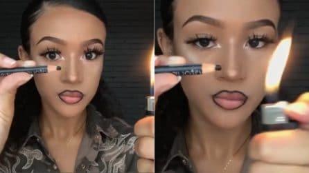 Avvicina la matita per occhi alla fiamma: per truccarsi usa un accendino. Ecco come