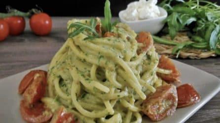 Spaghetti al pesto di rucola e pomodorini: un primo piatto veloce e squisito