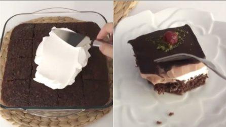 Tre strati al cioccolato con un cuore di panna montata: un dessert da acquolina in bocca
