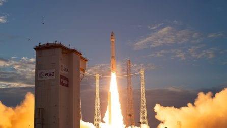 Aeolus è in orbita: il 'super' satellite ESA rivoluzionerà lo studio di venti e clima