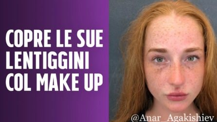 Vuole coprire le sue lentiggini: il make up è incredibile