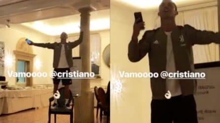 Ronaldo dà spettacolo: canta e balla su una sedia davanti ai suoi compagni