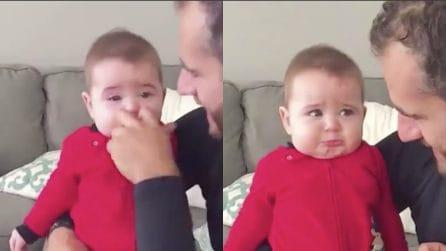 Il padre le ruba il naso per gioco, la reazione della piccola ti farà sciogliere il cuore