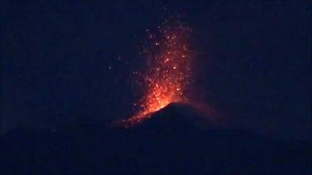L'Etna si risveglia: esplosioni di lava e magma