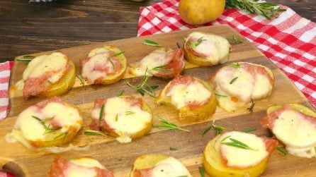 Potato mini-pizzas: easy, quick and tasty!