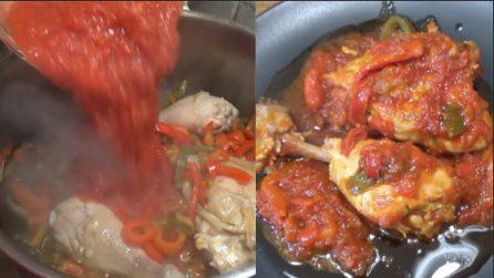 Pollo con i peperoni: un secondo piatto da leccarsi i baffi