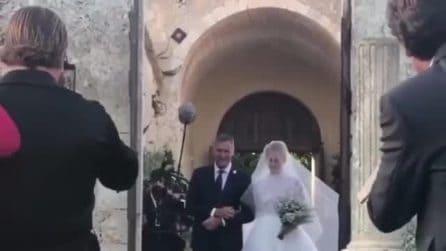 L'arrivo di Chiara Ferragni alla cerimonia di nozze