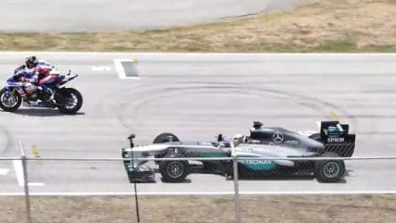 Mercedes di Hamilton vs Yamaha R1M: la sfida inedita