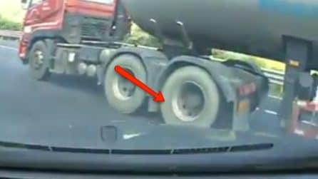 Incidente in soggettiva: perde improvvisamente il controllo dell'auto