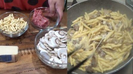 Funghi, salsiccia e taleggio: 3 ingredienti per un piatto veloce, cremoso e squisito