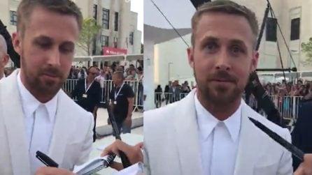Fan urla a squarciagola a pochi metri da Ryan Gosling: la sua reazione è esilarante