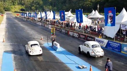 La corsa degli intramontabili: i Maggiolini si sfidano in una competizione ad alta velocità