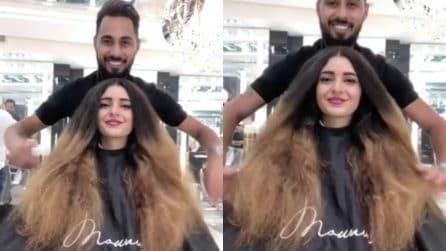 Ha capelli lunghi e spenti, con una ricrescita evidente: l'hair stylist trasforma il suo look