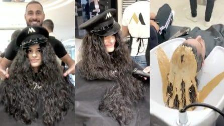 Non taglia i capelli da anni, decide di andare dall'hair stylist e rivoluzionare il look