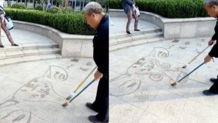 L'opera d'arte dura pochi secondi, quello che fa quest'uomo è assurdo: non crederete ai vostri occhi
