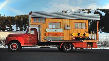 Trasforma un vecchio camion dei pompieri nella sua casa in miniatura: gli interni vi stupiranno
