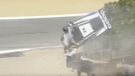 Tira dritto all'uscita del Cavatappi: terribile incidente con la Lamborghini a Laguna Seca