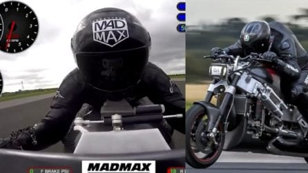 Sfreccia a 374 km/h: le immagini a bordo della moto sono emozionanti