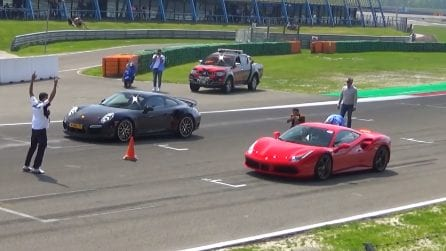 Ferrari 488 vs Porsche 911 Turbo: la fantastica sfida tra due supercar