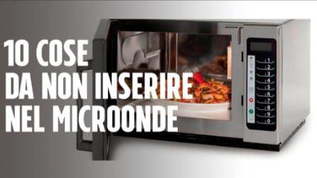 10 cose da non inserire nel microonde