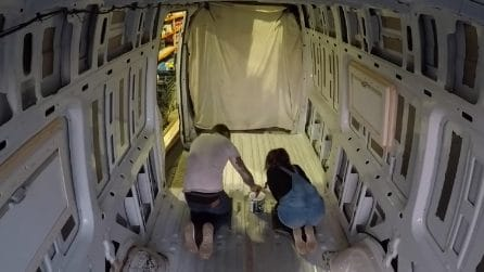 Trasformano il loro furgone in una fantastica casa mobile