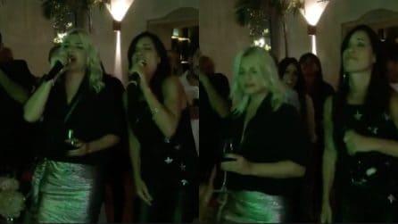 Il karaoke per il compleanno di Paola Turci, si scatena con Emma Marrone