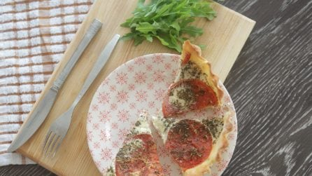 Quiche tuna and tomatoes