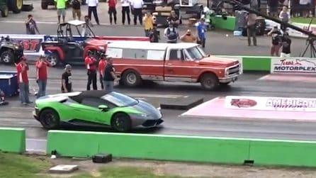 Lamborghini contro camioncino da fattoria: la sfida non è così scontata come sembra