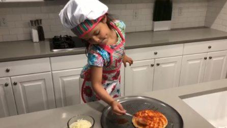 La cuoca più simpatica e tenera che ci sia, piatto del giorno: pizza