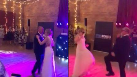Ballo padre figlia: trasformano un momento commovente in uno spettacolo per gli ospiti