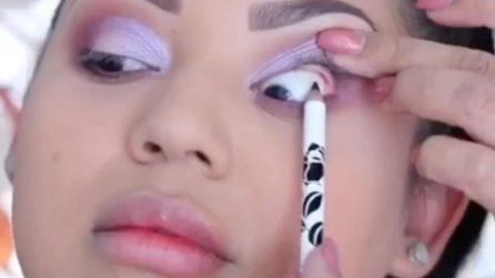 Utilizza la matita nera per un eyeliner davvero speciale: il make up è bellissimo
